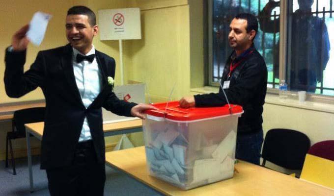 lgislatives 2014 Mariage au bureau de vote de Paris PHOTO