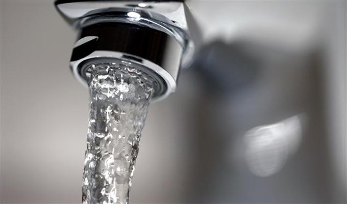 En bouteille ou du robinet ces erreurs viter avec l - L eau du robinet ou l eau en bouteille ...