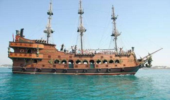 Un bateau touristique fait naufrage au large de Monastir Bateau-pirate-ile-de-kuriat