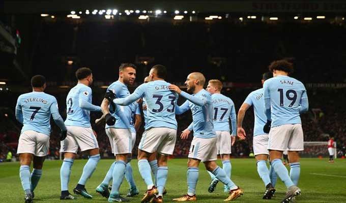 Manchester City finit la rencontre avec Walker, latéral droit, aux cages