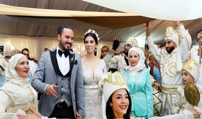 L\u0027artiste tunisien, Karim Gharim, a convolé en justes noces. Il a convié  plusieurs célébrités et ses collègues de la chaîne Elhiwar Ettounsi comme  Sadok