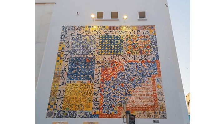 Mille Et Une Mains Une Céramique Murale Sur Le Pignon